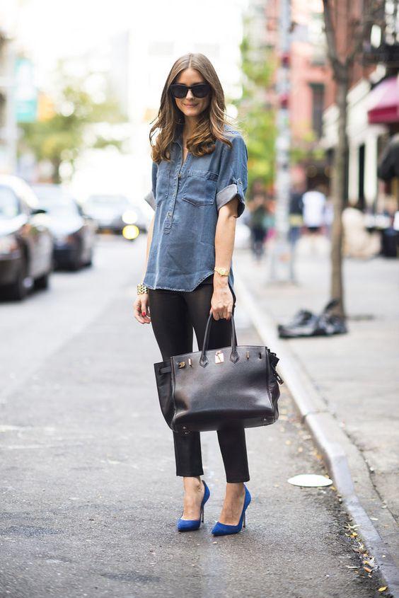 ragazza con camicia in jeans